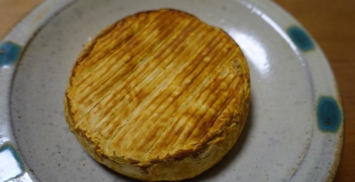 赤ワインが飲みたくなる!燻製カマンベールチーズの作り方