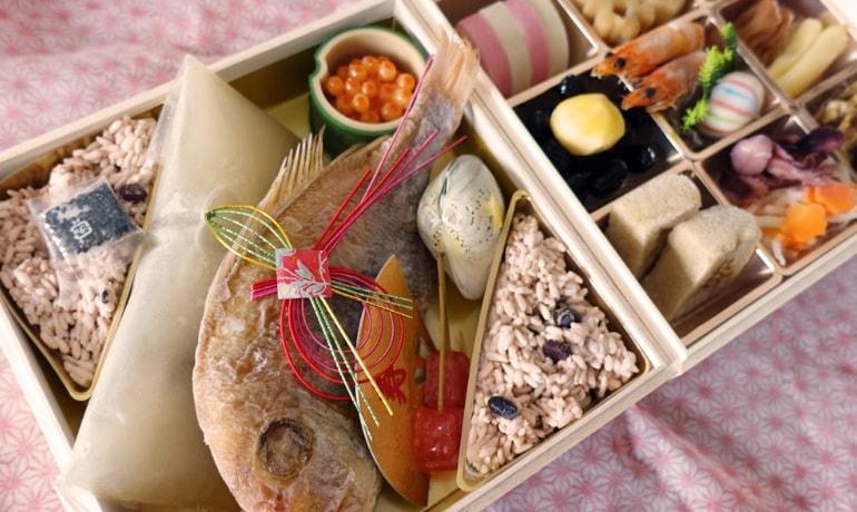 銀座の割烹料理「里仙」のお食い初めセット  自宅でのお食い初めは気軽さが嬉しい
